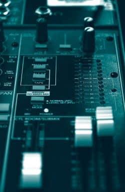 mackie-mixer.jpg